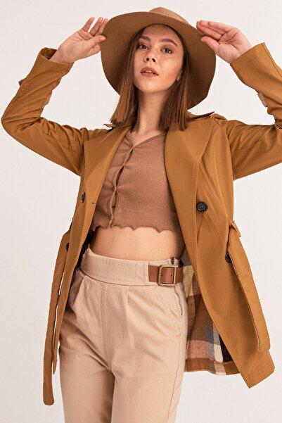 Fulla Moda Kadın Kahverengi Arkası Ekose Kısa Trençkot