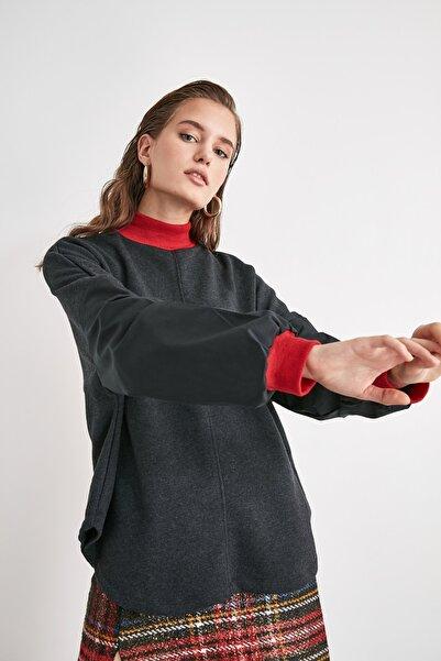 TRENDYOLMİLLA Antrasit Dik Yaka Örme Bluz TWOAW21BZ1529