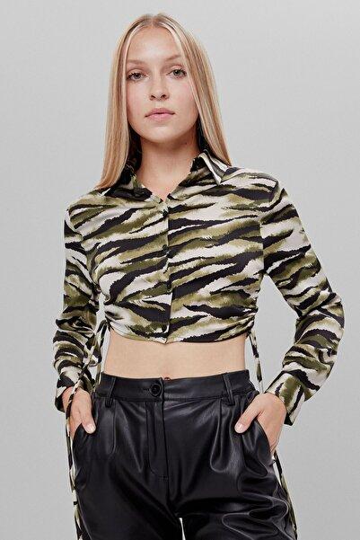 Bershka Kadın Haki Büzgülü Kamuflaj Gömlek