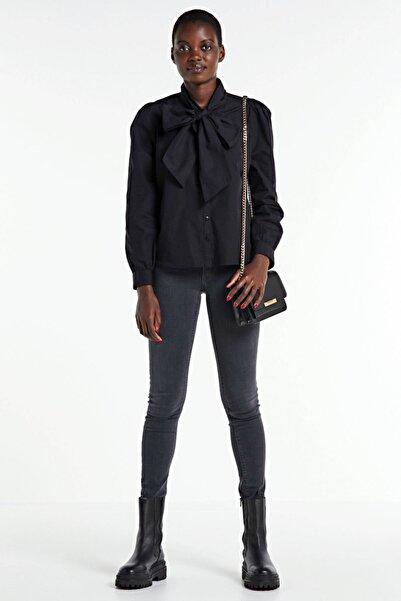 Only Kadın Siyah Yakası Fiyonk Detaylı Gömlek 15214907 ONLBILLIE
