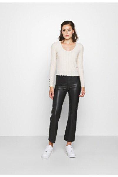 PIECES Kadın Kırık Beyaz Uzun Kollu V Yaka Crop Bluz 17107142 PCSAOREM
