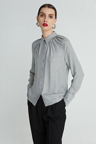 rue. Kadın Grı Dökümlü Drapeli Gömlek 21102079