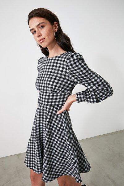 TRENDYOLMİLLA Siyah Kareli Elbise TWOAW21EL1762