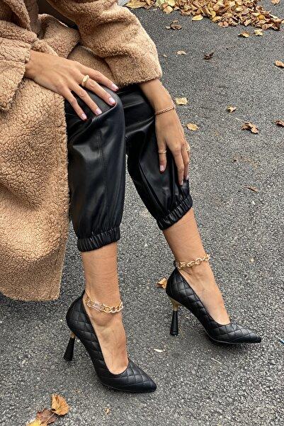 İnan Ayakkabı Kadın Siyah Sivri Burun Bilek Zincir Detaylı Topuklu Ayakkabı