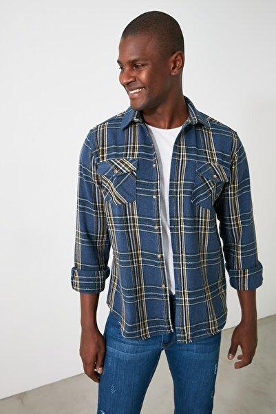 TRENDYOL MAN Indigo Erkek Çift Cep Kapaklı Regular Gömlek TMNAW21GO0017