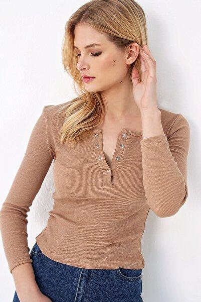 Trend Alaçatı Stili Kadın Bej Çıtçıtlı Kaşkorse Bluz MDS-345-TR
