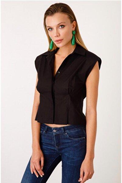 Ekol Kadın Siyah On Omzu Vatkalı Gömlek
