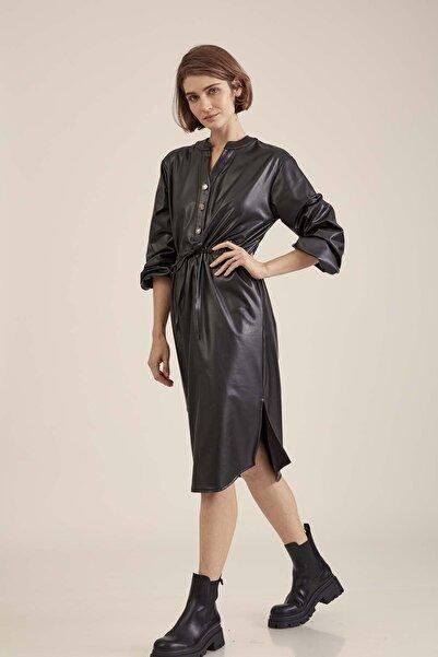 Vitrin Kadın Siyah Belden Büzgülü Komple Suni Deri Elbise