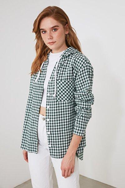 TRENDYOLMİLLA Yeşil Kapüşonlu Gömlek TWOAW21GO0772