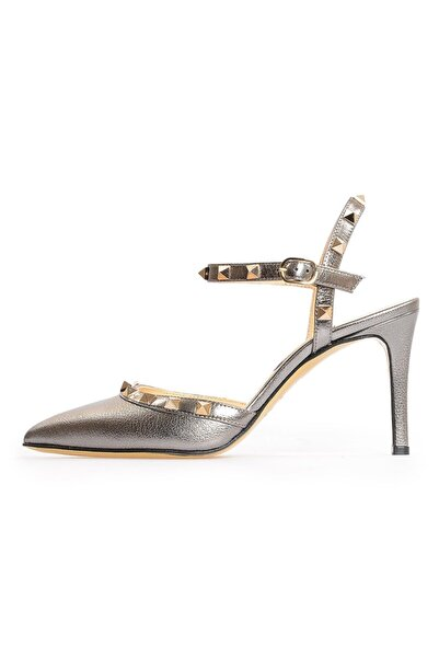Flower Kadın Bronz Deri Pimli Sandalet