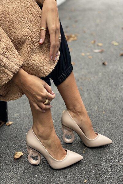 İnan Ayakkabı Kadın Bej Cilt Sivri Burun Oval Halka Dekorlu Topuklu Ayakkabı