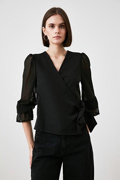 TRENDYOLMİLLA Siyah Kruvaze Bluz TWOAW21BZ1521