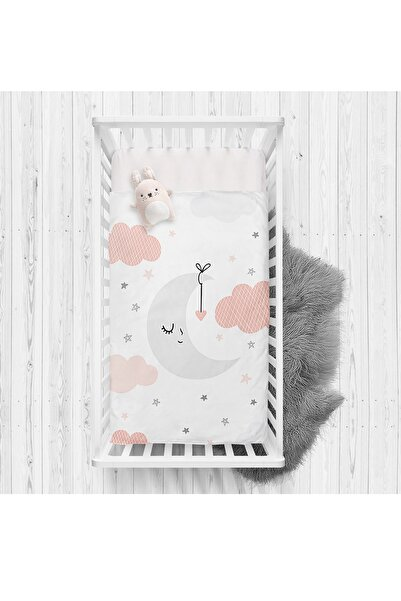 Realhomes Beyaz Zeminde Ay Ve Bulut Desenli Bebek Odası Yatak Örtüsü