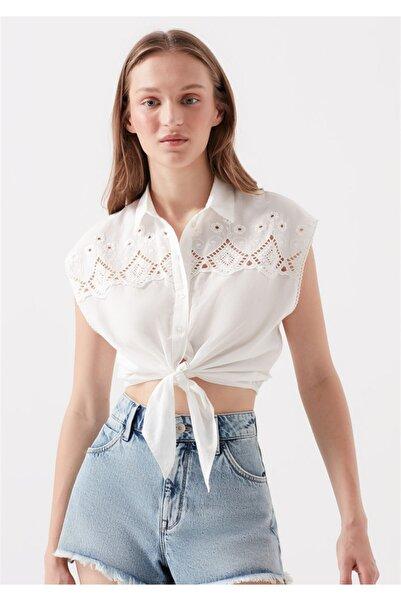 Mavi Nakışlı Bağlama Detaylı Kırık Beyaz Gömlek