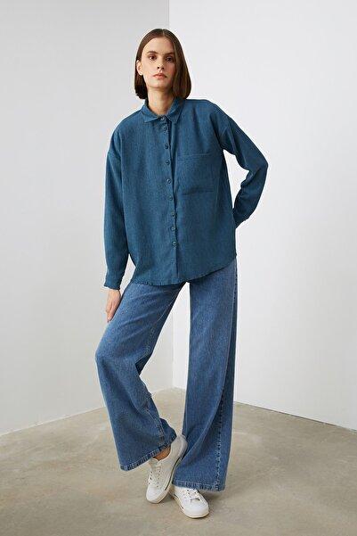 TRENDYOLMİLLA Indigo Cep Detaylı Gömlek TWOAW21GO0985