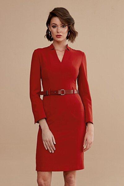 Journey Kadın Kiremit İçe Dönük Dik Yaka Bel Deri Kemer Detaylı Uzun Kol Kalem Elbise 19KELB427
