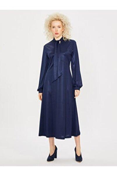 Kadın Saks Yakası Bağlamalı Uzun Kol Maksi Elbise