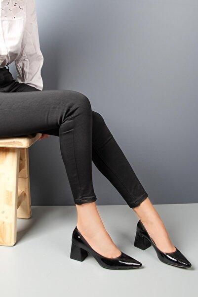 Gökhan Talay Kadın Siyah Rugan Topuklu Ayakkabı