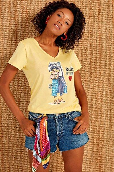 boutiquen Kadın Sarı Önü Baskılı Taş İşlemeli T-shirt ZM-1971