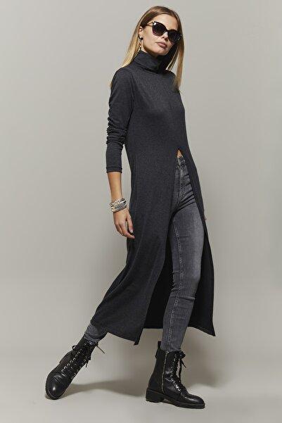 Cool & Sexy Kadın Antrasit Balıkçı Yaka Uzun Yırtmaçlı Tunik EY1150