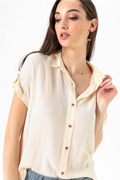 Kadın Düşük Kol Jakarlı Gömlek Pudra