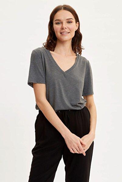 Kadın Antrasit V Yaka Kısa Kollu T-Shirt K5057AZ.20SP.AR53