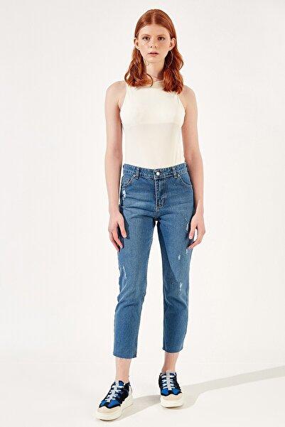 Manche Koyu Buz Kadın Paçasi Kesik Mom Jeans   Mk20s460049