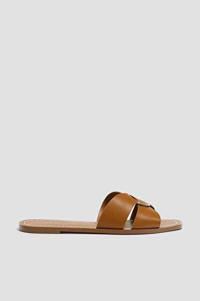 Pull & Bear Kadın Deri Halkalı Kahverengi Bantlı Sandalet 11560540