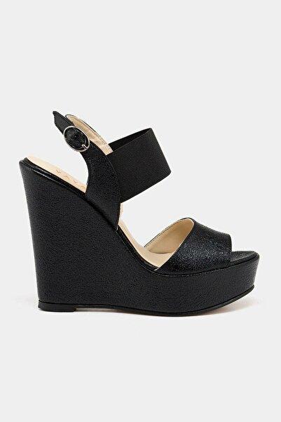 Hotiç Siyah Yaya Sandalet