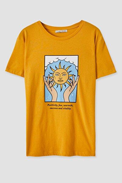 Pull & Bear Kadın El Ve Güneş Görselli T-Shirt 05236341