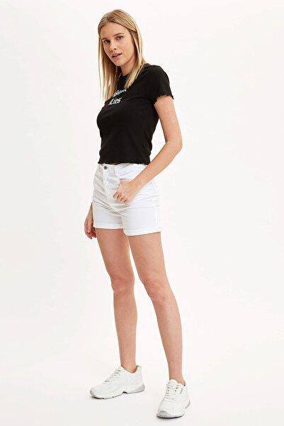 Kadın Beyaz Cep Detaylı Şort M7425AZ.20SM.WT34