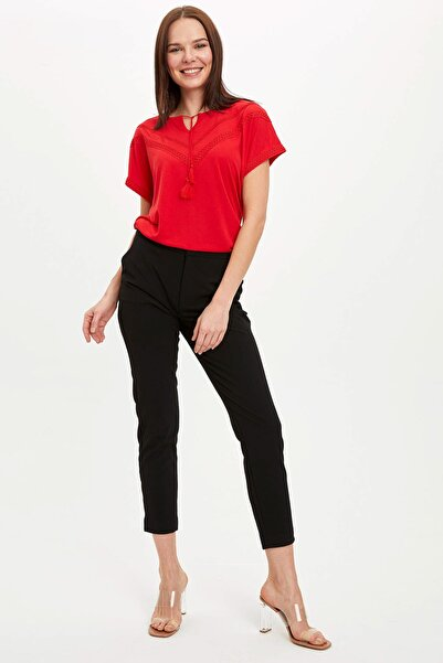 Kadın Kırmızı Dantelli Boyundan Bağlama Detaylı K��sa Kollu T-Shirt N7799AZ.20SM.RD247