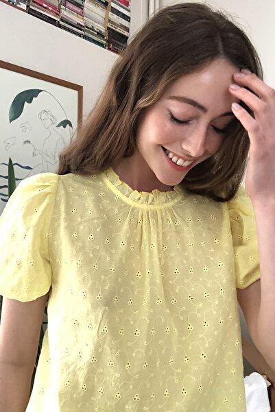 TRENDYOLMİLLA Sarı Dantel Detaylı Bluz TWOSS20BZ1433