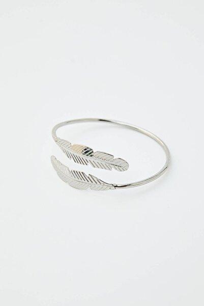 Pull & Bear Kadın Gümüş Gümüş Rengi Yaprak Kelepçe Bileklik 05992334