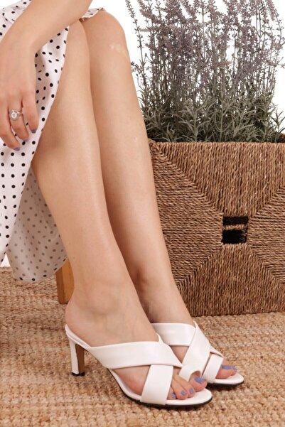 Mio Gusto Kadın Giselle Parmak Arası Beyaz Topuklu Terlik