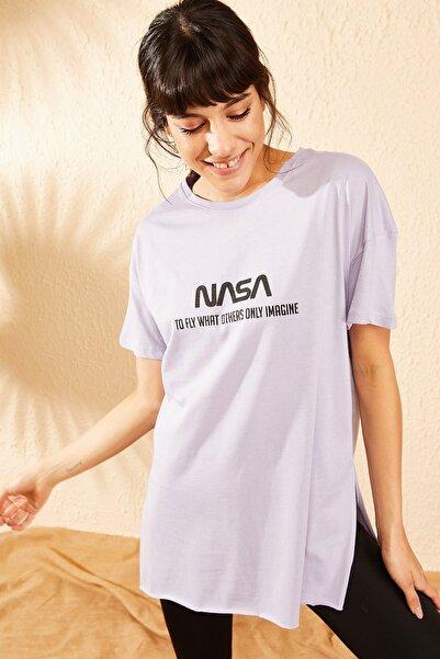 Bianco Lucci Kadın Lila Nasa Baskılı Yan Yırtmaçlı Salaş T-Shirt 10061024