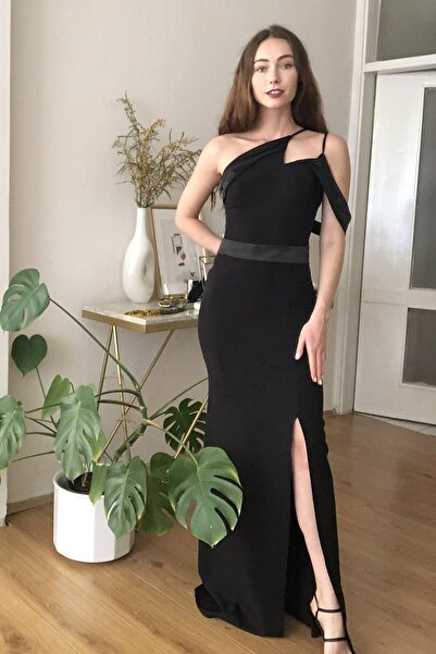 TRENDYOLMİLLA Siyah Yaka Detaylı  Abiye & Mezuniyet Elbisesi TPRSS20AE0254