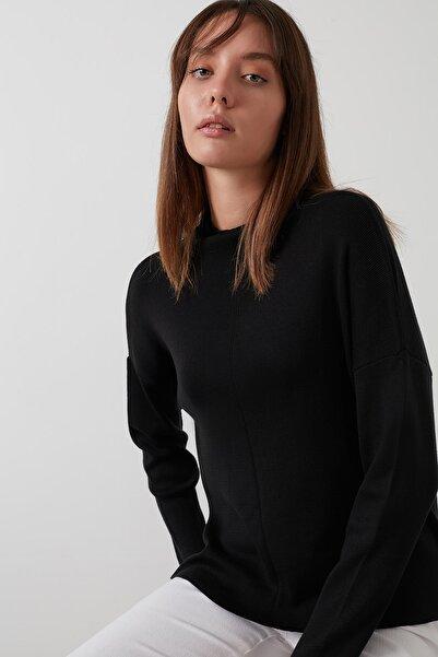 Lela Kadın Siyah Arkası Uzun Pamuklu Dik Yaka Kazak 4615002