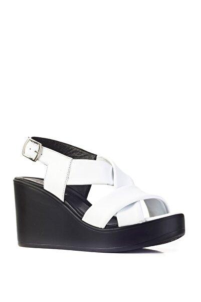 Cabani Kadın Beyaz Deri Topuklu Çapraz Bantlı Tokalı Günlük Sandalet