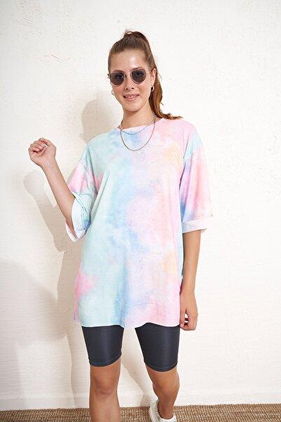 Eka Batik Desenli Kolları Katlamalı T-shirt