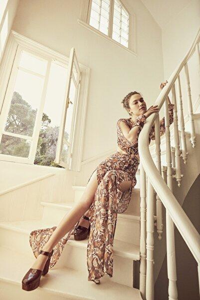 TRENDYOLMİLLA Kahverengi Cut Out Detaylı Elbise TWOSS19EH0240