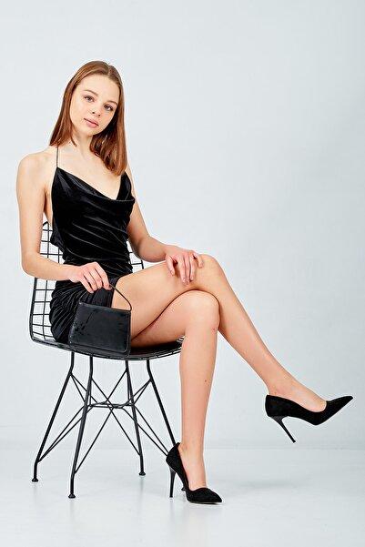 Banabu Kadın Siyah Yandan Büzgülü Kadife Elbise
