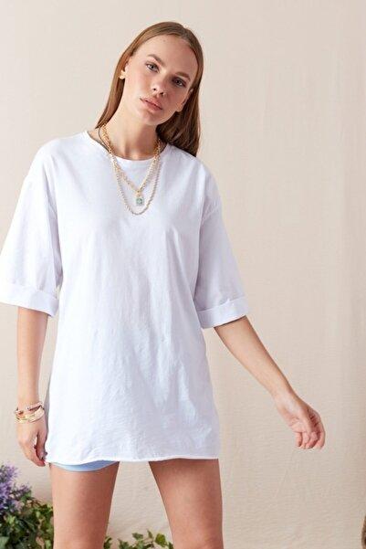 Eka Kadın Beyaz Kol Katlamalı Geniş Kesim T-shirt