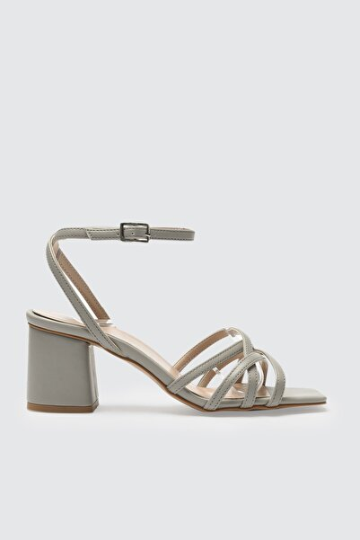 TRENDYOL SHOES Gri Kadın Klasik Topuklu Ayakkabı TAKSS21TO0046
