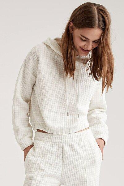 DeFacto Kadın Ecru Kapüşonlu Crop Sweatshirt T3550AZ20WN