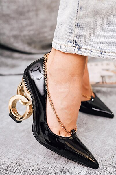 Limoya Elianna Siyah Kırışık Rugan Stiletto ( Zincir Detaylı )