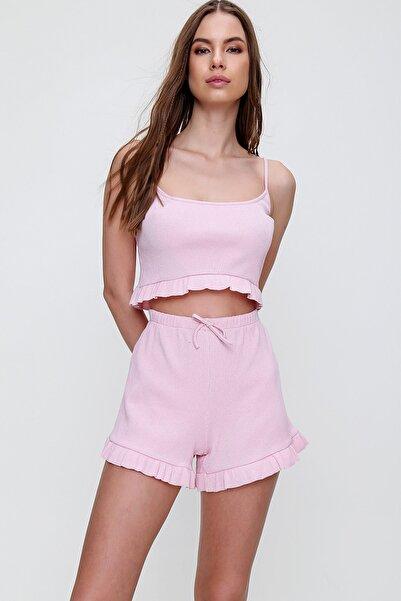 Trend Alaçatı Stili Kadın Pembe Askılı Fırfırlı Pijama Takımı ALC-X6153