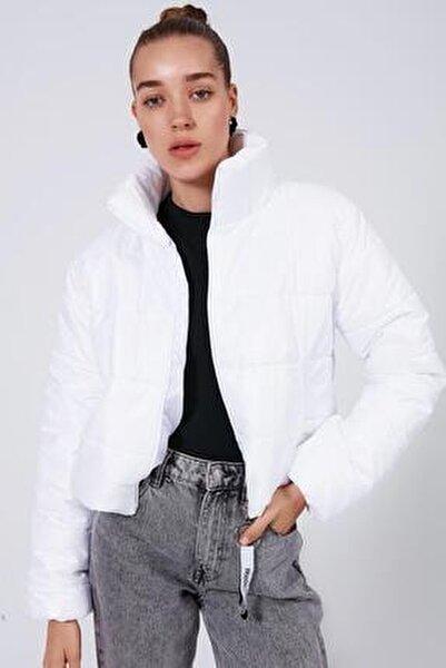 Kadın Beyaz Dik Yaka Kısa Şişme Mont Y20W182-8201