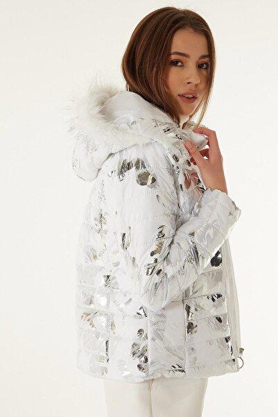 Y-London Kadın Beyaz Gümüş Kamuflaj Baskılı Kapüşonu Kürklü Şişme Mont Y20w110-5115