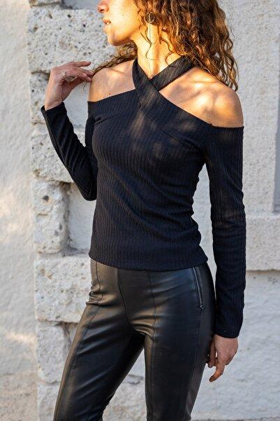 Güneşkızı Kadın Siyah Boyundan Bantlı Omuz Dekolteli Bluz GK-BST3017